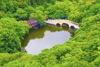 千山龙潭与石桥全景俯视图