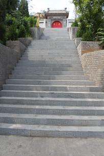 带中式花纹的台阶