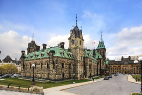 加拿大渥太华议会大楼主楼侧面