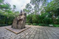 东征战士纪念雕塑