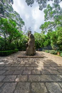 飞鹅岭公园的东征战士雕塑