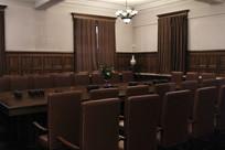 伪皇宫宫内府的会议室