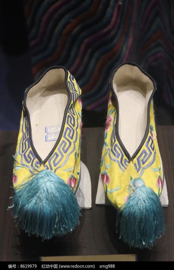 伪满皇后婉容黄段旗鞋子图片