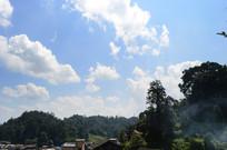 蓝天下的村庄