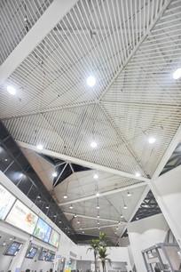 仰视惠州机场航站楼天花板
