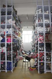 服装工厂衣服货架