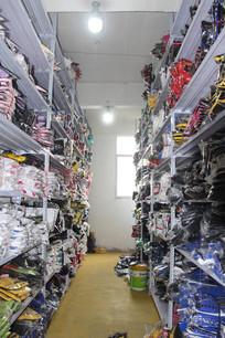 室内 衣服货架