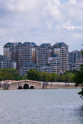 惠州南湖边的建筑楼宇