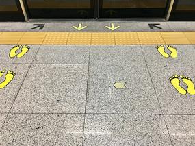地铁站地上方向指引