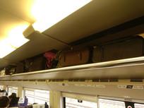 高铁行李架