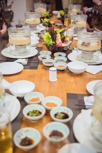 一桌海鲜火锅美食