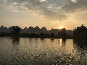 桂林江边美丽的夕阳