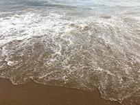 沙滩清澈海水