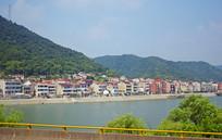 大河边的乡镇建筑群