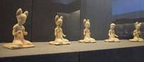 博物馆中的陶俑展示
