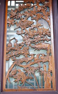 窗户上的镂空木雕