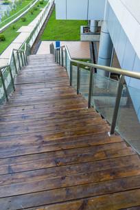 俯视惠州科技馆的台阶