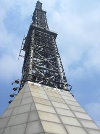 高高的信号塔建筑