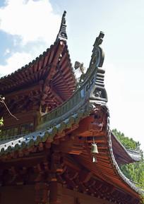 高挑的古建筑屋檐