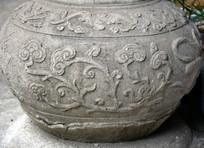 卷曲花纹柱基石雕饰