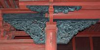 梁柱上的神兽雕刻