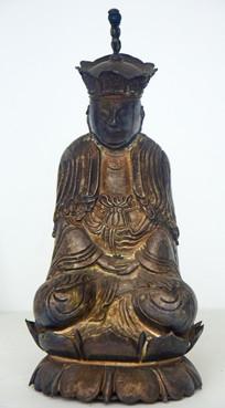 莲花座上的神像雕塑
