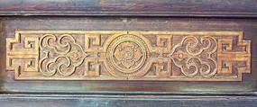 木门上的花纹雕饰