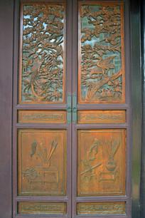 木质门窗上的百鸟图木雕