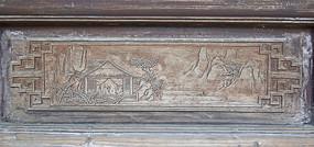 山间的房屋图案雕饰