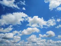 朵朵白云蓝色天