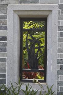 镂空雕花窗户
