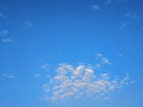 蓝色天空一片云