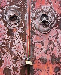农村生锈的铁门