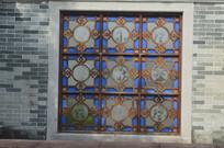 墙壁彩色玻璃窗特写