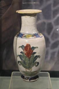 伪满时期花卉纹瓷瓶