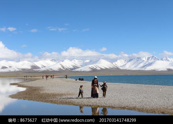 西藏的雪山湖泊图片