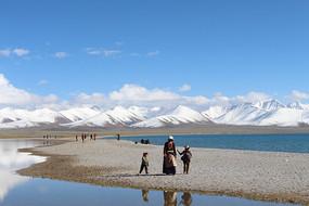 西藏的雪山湖泊