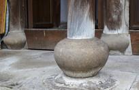 古建筑中的圆形柱基石