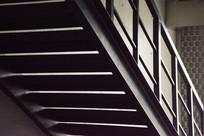 楼梯的光与影