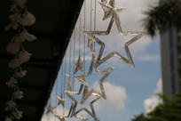 屋檐下的星星装饰品
