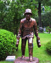 消防员雕塑像