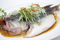 广式清蒸鲈鱼