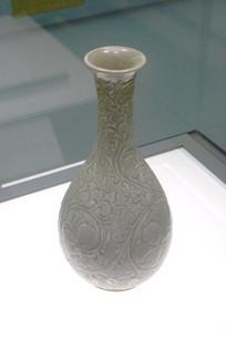 花卉纹细口瓶