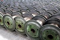 铝线生产车间摆放的金属物品