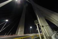 合生大桥上的汽车光轨