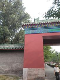 中式传统城墙门框一角
