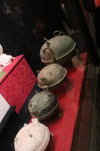 4个青铜三足双耳釜