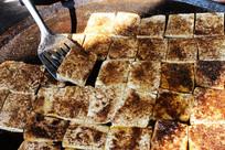 传统工艺制作五香豆腐