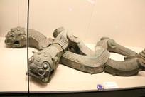 兽头蛇身民居模型石刻