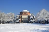 冬天的清华大礼堂